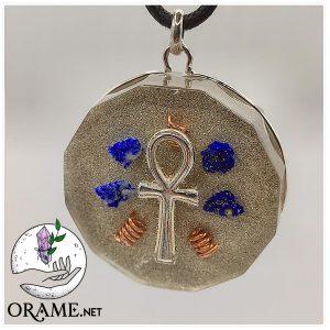 orgonite pendentif croix de vie egyptienne argent lapis lazuli pierre limailles d or et cuivre vue01